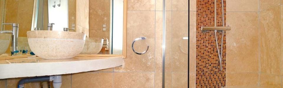 Douche dans Chambre bleue dans gite de charme Luberon